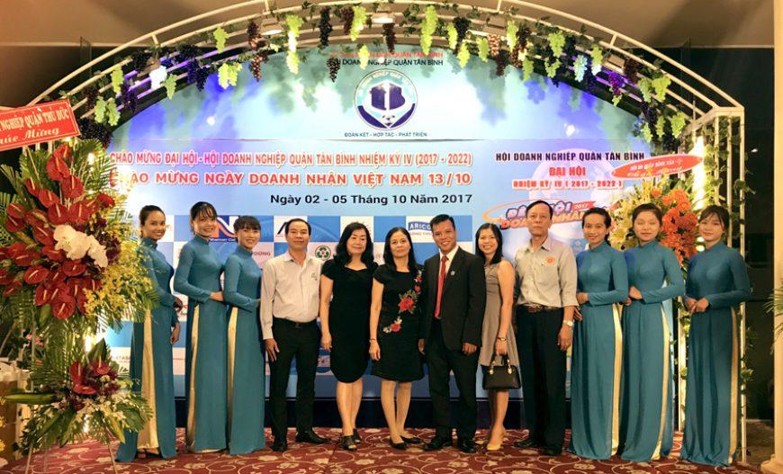 Luật sư Đoàn Tiến Hưng nhận bằng khen của UBND TP.HCM nhân ngày Doanh nhân Việt Nam 13/10