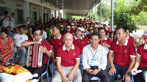 Ông Nguyễn Đức Chính cùng LS Đoàn Tiến Hưng và ông Bùi Văn Hiển tại chương trình