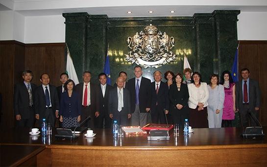 Tiến sĩ Nguyễn Đức Chính - Nguyên Thứ trưởng Bộ tư pháp và LS Đoàn Tiến Hưng trong một lần ghé thăm Bộ Tư Pháp Bungary tại Thủ Đô Xôphia